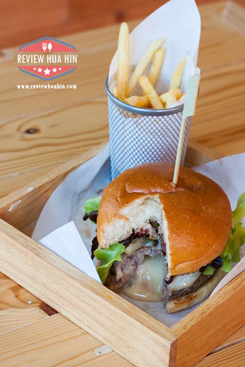 Juicy Beef Burger ลองผ่าดู เจอชีสเยิ้มเป็นลาวา