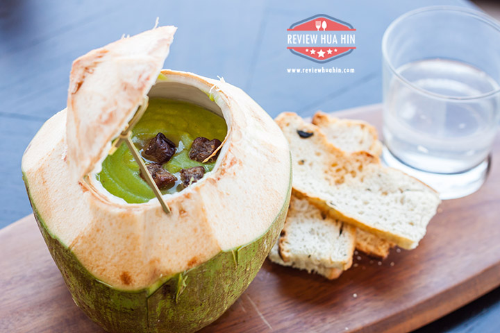 Spicy green pea soup & foie gras croutons