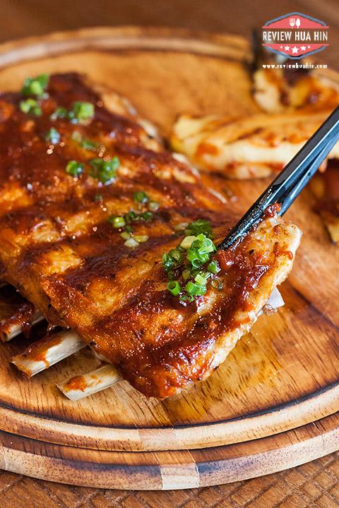 Spicy Roasted Bier-B-Q Pork Ribs แค่คีบเนื้อหมูก็หลุดง่ายๆ